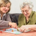 Auxiliaire de vie sociale, comment accompagner les personnes âgées ?