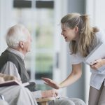 Comment placer une personne en maison de retraite ?